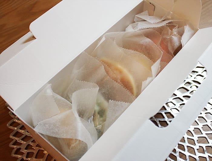 箱の中のドーナツ