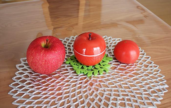 波佐見焼のりんごキャニスターとトマトと本物のりんご!