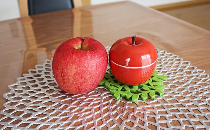 波佐見焼のりんごキャニスターと本物のりんご