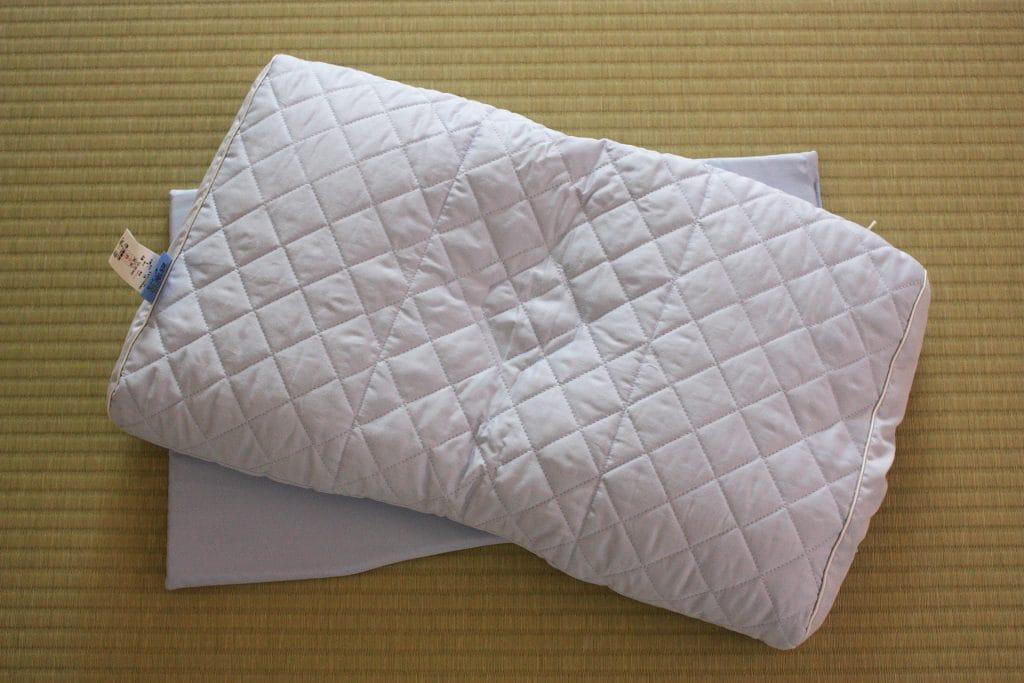 そば殻で高さを調整後の枕