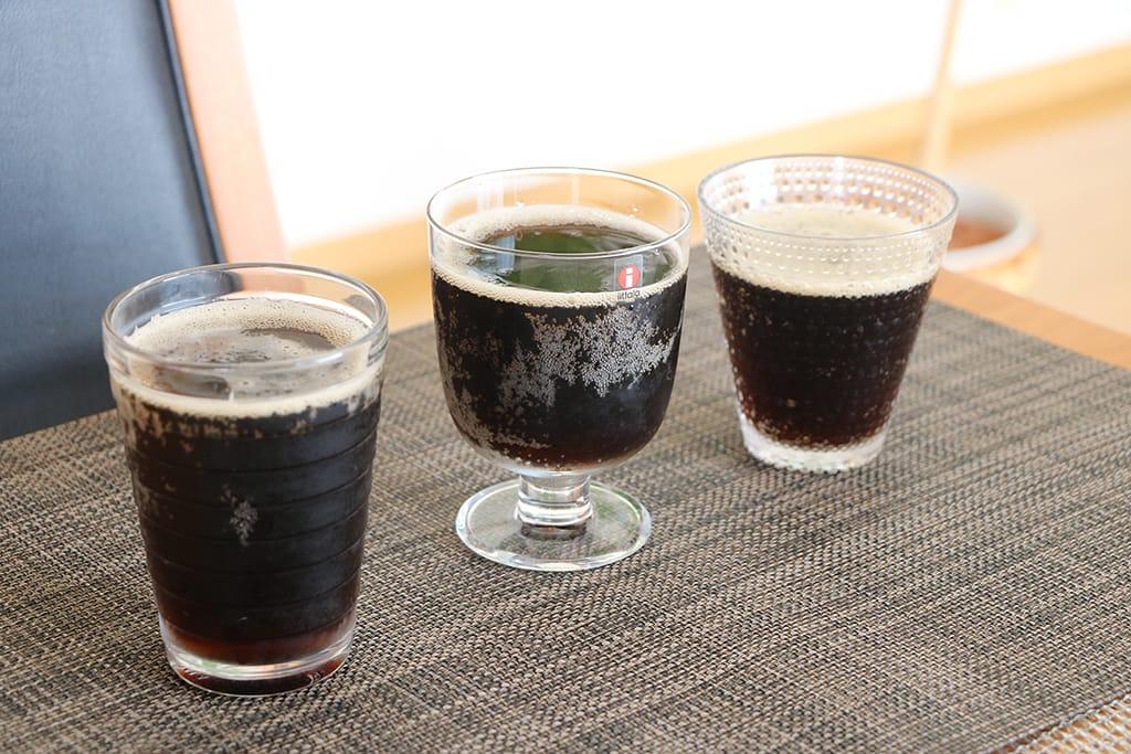 コカ・コーラ プラスコーヒーをイッタラ グラスに入れて比較